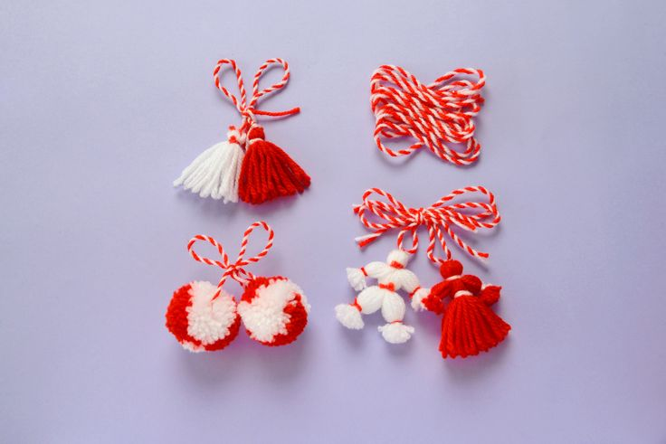 Martenitsa Tassels | This cute little tassels are perfect for holiday decors. Learn from this nice tutorial. #DIYready