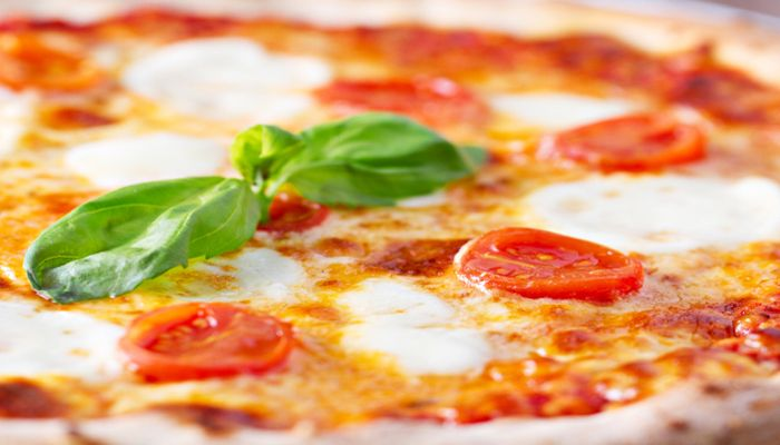 New! #Pizzeria with delicate smelling #pizzas cooked in a wood-fired oven in the traditional local way La pizzeria Basaricò, con pizze cotte nel forno a legna dell'Hotel Marinedda in Sardegna, Italy.