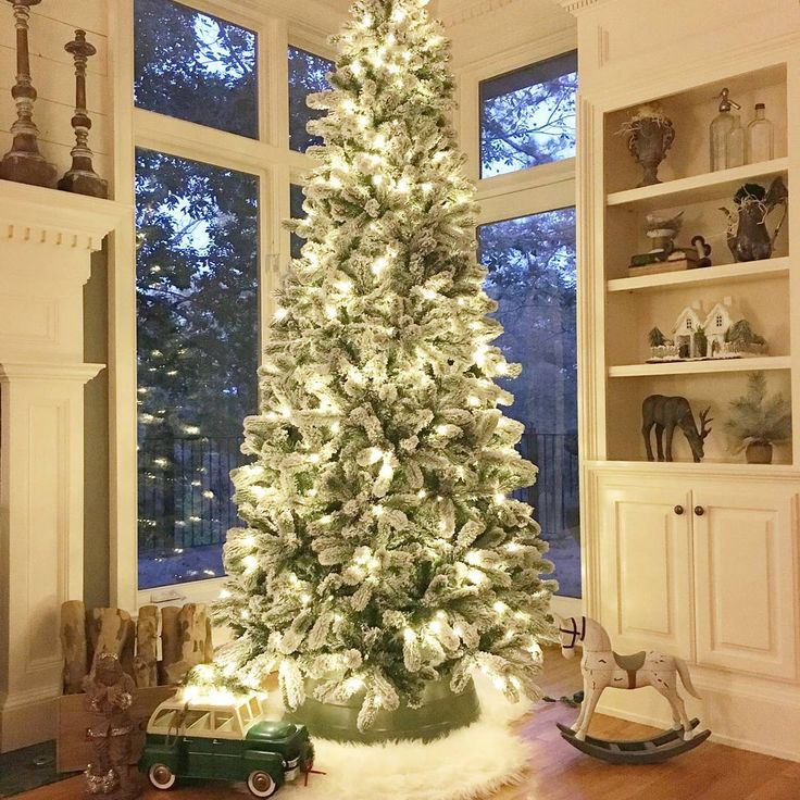 Beautiful 9 Foot King Flock Slim Christmas Tree,  Thank you @angelascozyhome for this beautiful setup #flocked #flockedled #beautifultree #artificialchristmastree #christmas #christmastree #kingofchristmas #christmasspirit