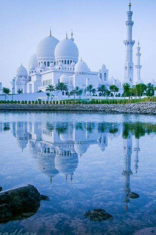 Sheikh Zayed Grand Mosque, Abu Dhabi, United Arab Emirates #travelnewhorizons
