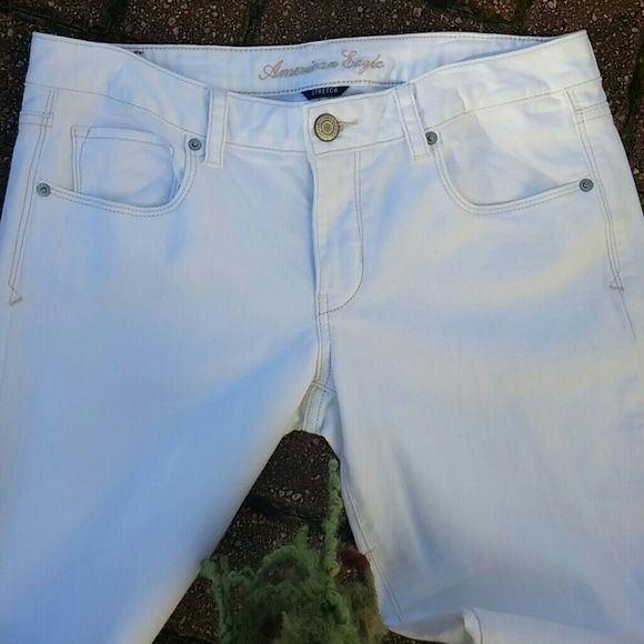 AE WHITE BOOTCUT JEANS American Eagle Stretch~ white bootcut jeans.  98% Cotton 2% Spandex American Eagle Outfitters Jeans Boot Cut