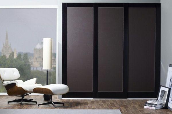 armoire coulissante tabouret design teintes sombres fauteuil en cuir