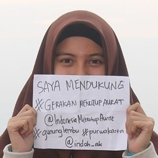 Mari bersama-sama menjadi muslimah Indonesia yang bertaqwa.. Aamiin..  Kita saling mengingatkan menasehati dalam kebenaran.. Semoga bisa selalu istiqomah..  @indonesiamenutupaurat  #gerakanindonesiamenutupaurat #hijrah #love #islam