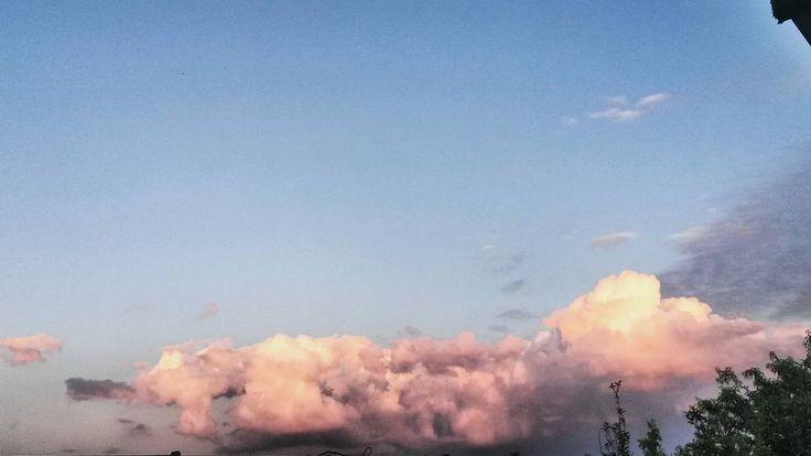 #landscape #nature #italy #sky #panorama #natura #italia #mare #sea #picoftheday #cielo #sun #summer #instagood #photooftheday #beautiful #love #montagna #tramonto #clouds #igersitalia #sunset #mountain #nuvole #estate #view #photo #instalike #travel #sole http://tipsrazzi.com/ipost/1507480180473794193/?code=BTrpTy3FQ6R