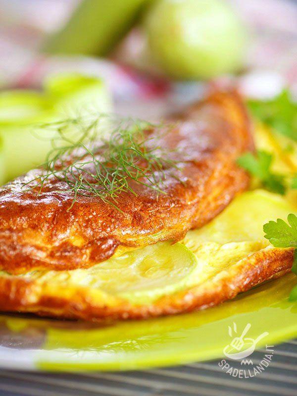 Omelette with leeks - Una ricetta genuina, che ha il gusto delle preparazioni di una volta, proposta con un ingrediente ricco di virtù: ecco la Frittata di porri e curcuma. #frittataporri