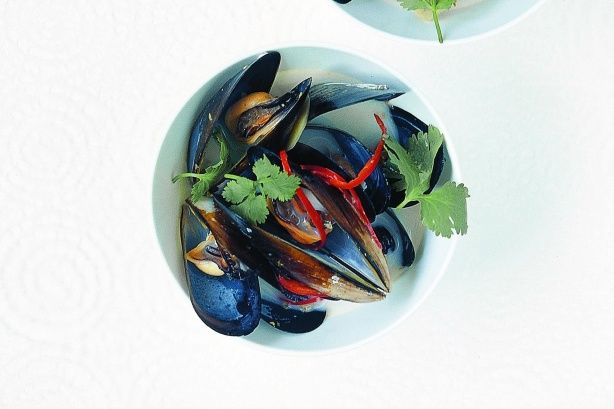 Need a healthy quick fix? In just 20 minutes, you could be feasting on fragrant Asian mussels.