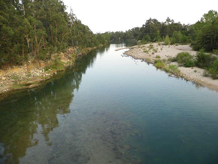 Corsica - Fleuves et Rivieres Corse -  La Solenzara est un fleuve de Haute-Corse et de Corse-du-Sud, et qui se jette dans la mer Tyrrhénienne, entre Aléria et Porto-Vecchio.Elle naît sur le territoire de la commune de Quenza, au sud-est des aiguilles de Bavella (1 662 m), au nord du col de Bavella, à l'altitude 1 145 mètres. Elle s'appelle alors, pour Géoportail, le ruisseau de Bavella, puis le ruisseau du Renaju, le ruisseau de Vacca.