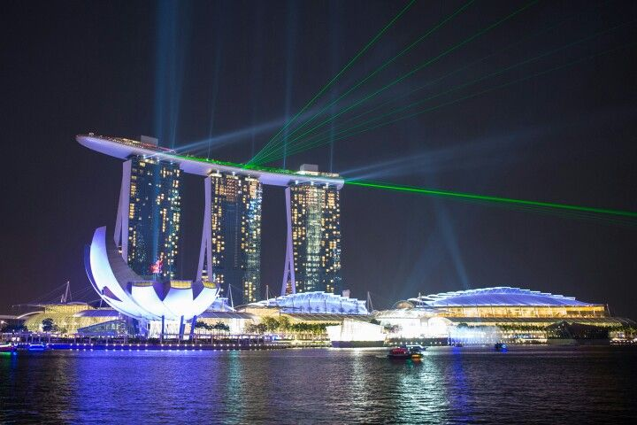 Another pix of the Marina Bay Sands Hotel with laser lights display