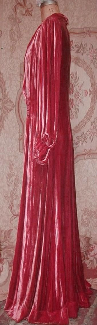 Art Deco 1930s HENRI BENDEL raspberry silk velvet dressing gown or evening robe. So French so beautiful you could wear this as an evening gown