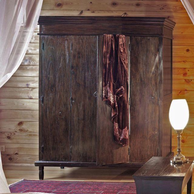 Шкаф платяной из массива тика Madura Этот большой и впечатляющий шкаф из массива тика обеспечит простое и практичное решение для хранения ваших вещей. http://www.teakhouse.ru/ru/mebel/shkafy/platyanye_shkafy/shkaf_platyanoy_madura/