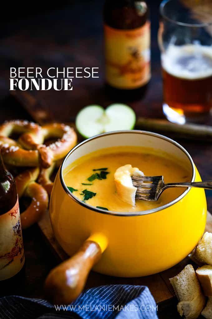 Dieses Bier-Käse-Fondue eignet sich hervorragend als Vorspeise. Ihr Lieblingsbier, Cheddar-Käse und Zwiebeln werden zu einer perfekten, schmelzenden Sauce. #fondue #Käse # Appetizer #Partyfood #Party #Tips #Beer