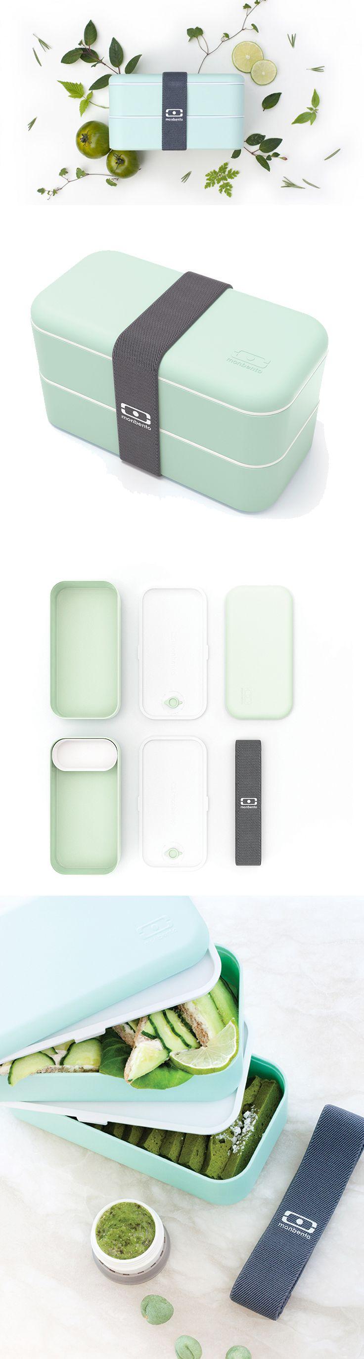 """MonBento Original, je box připraven uspokojit hlad i toho nejsrdečnějšího jedlíka.   Svačinové boxy MonBento Original inspirované japonskými """"bento boxy"""" mají matný povrch Soft-touch, který je velmi příjemný na dotek.  Obě krabičky drží bezpečně pohromadě šedá praktická guma s logem, takže je klidně můžete hodit do batohu, válet sudy ze Sněžky a dole si pak dát příjemnou svačinku. Ve spodním boxu je ještě navíc šikovné vyndavací přehrazení, které pomůže oddělit třeba sladké od slaného, nebo…"""