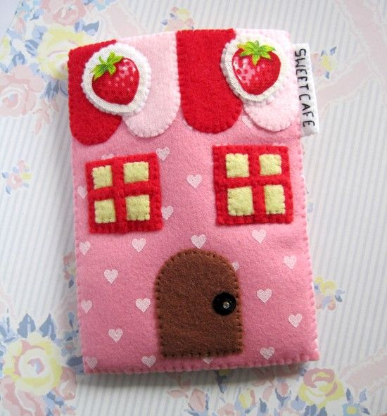 Sweet Cafe Strawberry Camera iPhone Case pink red version