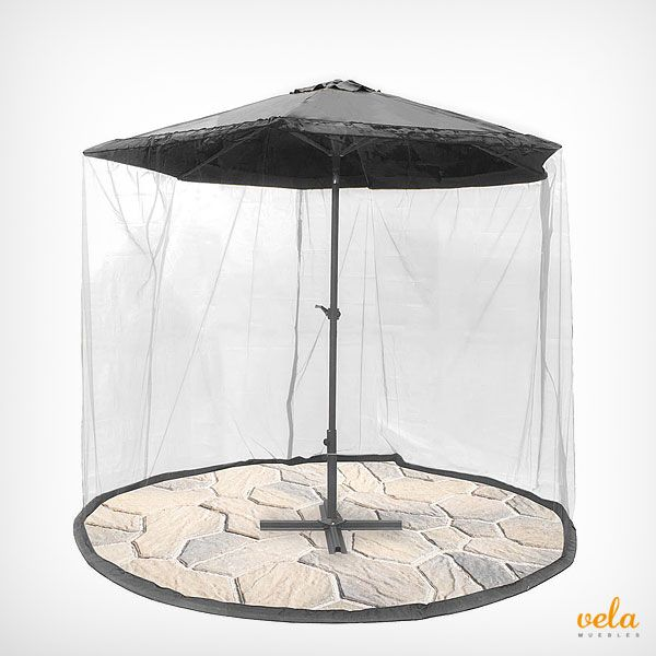 Original sombrilla de terraza con mosquitera. Disfruta de una cena sin mosquitos e insectos que te molesten