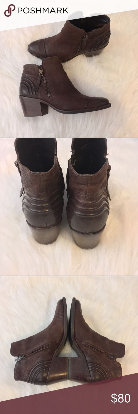 Paul Green Diandra Bootie Paul Green Diandra Bootie. These are beautiful fall shoes. Also very comfortable. I've only worn these twice so they are in excellent condition. They have a 2.5 inch heel. Paul Green Shoes Ankle Boots & Booties