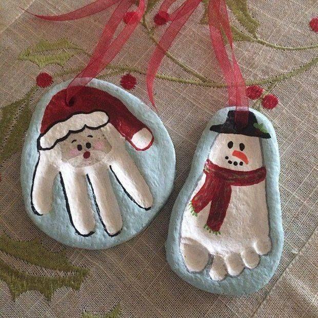 Figuras navideñas con la huella de tu bebe con pasta de sal.  RECETA PASTA DE SAL:  http://laamatxunovata.blogspot.com.es/2015/03/como-hacer-pasta-de-sal-para-marcar-las.html