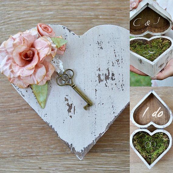 Porta alianzas Rústico Alternativo  Personalizado con Flores de Papel y Musgo. Corazón madera rústico anillos boda.Caja madera anillos boda.
