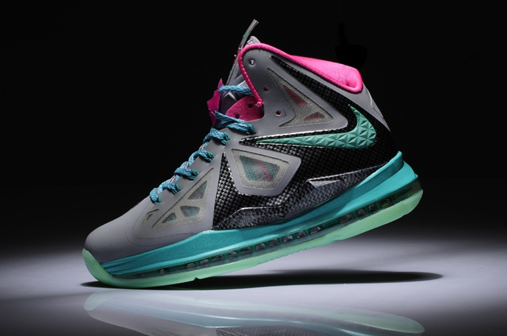 Womens Lebron shoes 20...