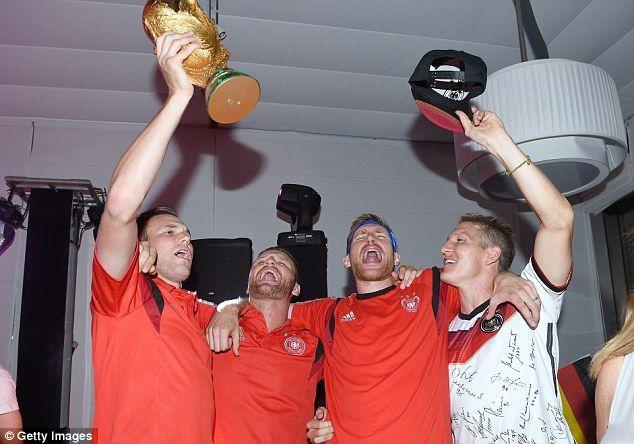 Singsong: Kevin Grosskreutz, Shkodran Mustafi, Per Mertesacker and Schweinsteiger enjoying...