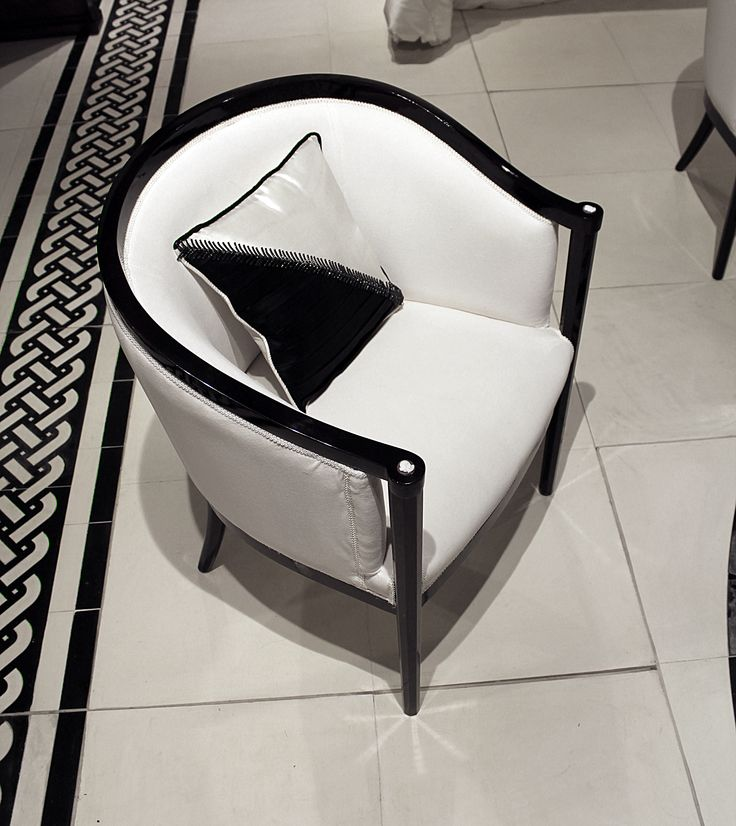 Armchair Elanor in art deco in mahogany and white velvet in cotton with sardonic shell details fine handmade chiselled