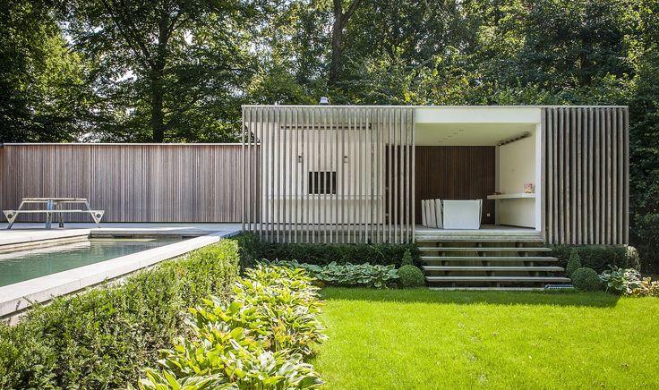 contemporary pool house   garden room    Modern poolhouse crépi met hout   Bogarden