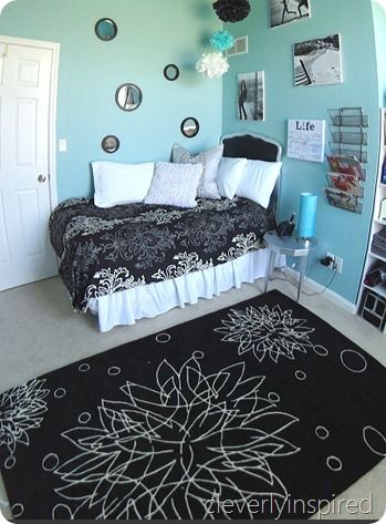 Decorating ideas for girls bedrooms #aqua and #black featured on remodelaholic.com