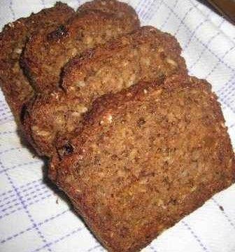 Ett mycket nyttigt bröd med havregryn och dinkelmjöl. Går relativt snabbt då brödet ej behöver jäsa!