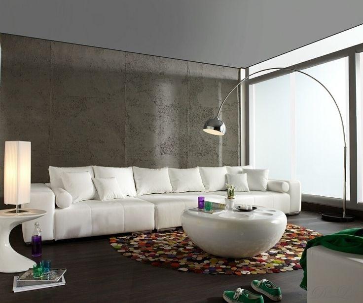 feng shui wohnzimmer einrichten weiss gross kaffeetisch hochglanz rund teppich bunt lampe modern. Black Bedroom Furniture Sets. Home Design Ideas