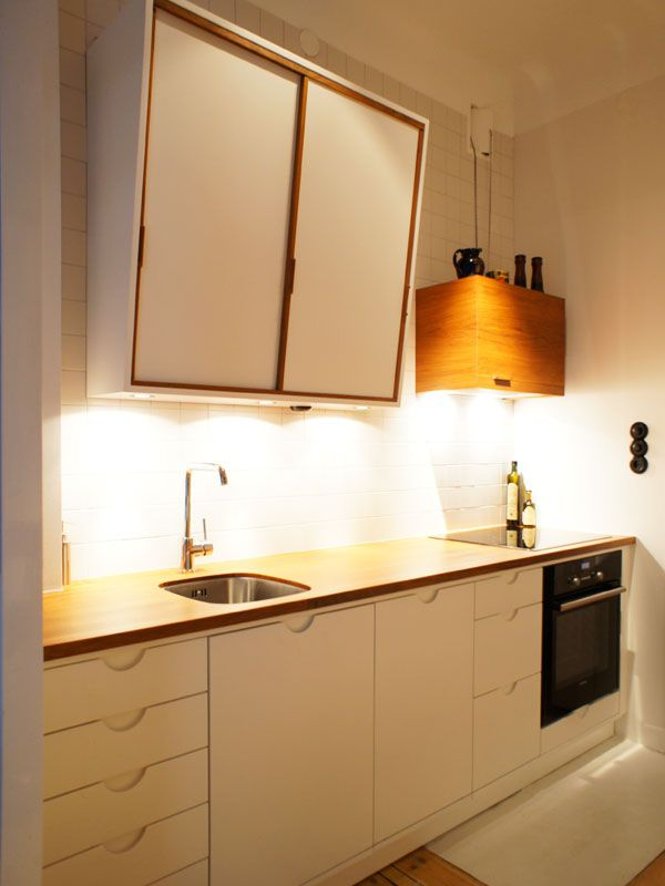 Platsbyggt kök med handtagsfrästa luckor