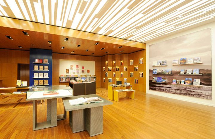 Louis-Vuitton-Maison-by-Peter-Marino-Singapore-03.jpg 720×468 pixels
