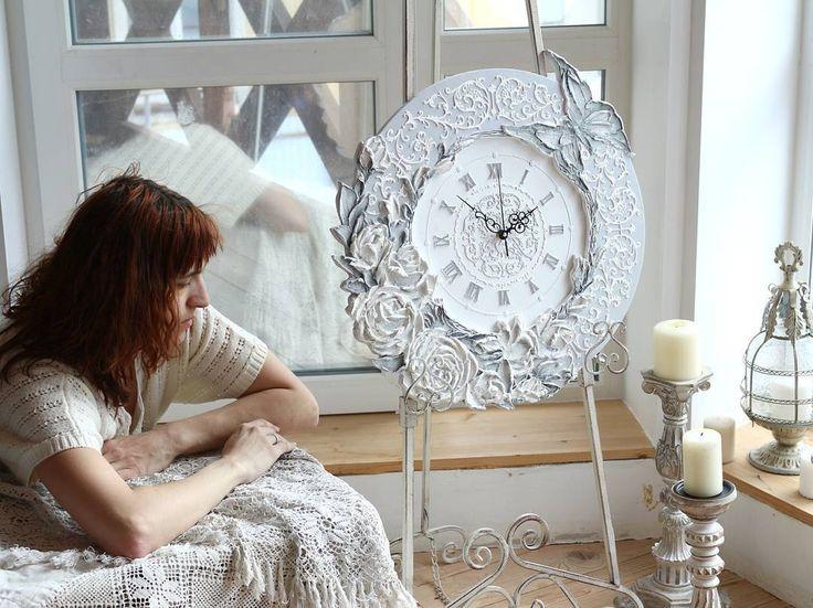 Постоянно хочу спать. Утром днем вечером. За то ночью... Как лечь пораньше и выспаться раз утром не позволяют?  #настенныечасы #назаказ #интерьерныештучки by evgenia_ermilova http://discoverdmci.com