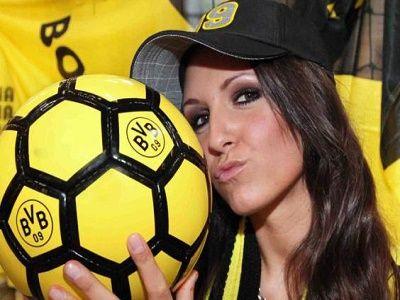 Prediksi Bola Chemnitzer vs Dortmund DFB Pokal, Prediksi Skor Bola Chemnitzer vs Dortmund DFB Pokal, Pekan ini final DFB Pokal akan menampilkan pertandingan antara Chemnitzer melawan Dortmund yang akan berlangsung pada hari Minggu 09 Agustus 2015 pada pukul 19.30 WIB.