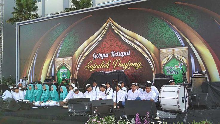 Yuk Halal Bihalal Bareng Sam Bimbo dan Musisi Ngehits di Balaikota Among Tani https://malangtoday.net/wp-content/uploads/2017/07/Gebyar-Ketupat-Sajadah-Panjang-.jpg MALANGTODAY.NET– Dalam rangka halal bihalal menyambut Hari Raya Idul Fitri 1438 H/2017 bersama masyarakat, Pemerintah Kota Batu mendatangkan grup vokal kawakan Indonesia asal Bandung, Bimbo.  Tak hanya itu, musisi hitz kelas nasional seperti Armada, Judika dan Virgoun akan turut menyapa... https://malangto
