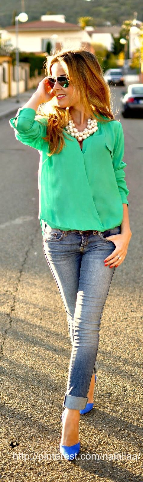 Green blouse, jeans, chunky necklace, cobalt suede heels