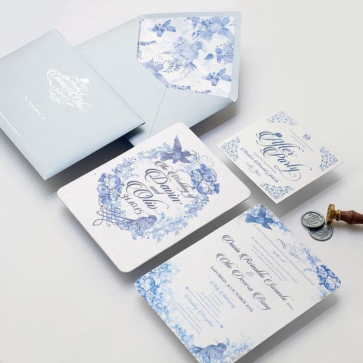 Beautiful invitation with blue chinoiserie bird. Very elegant we love that @memento_idea always giving their best for a wedding invitation and stationery  by weddingcard