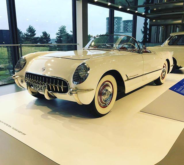 Chevrolet Corvette C1 #bordsteinschrauber #chevy #chevrolet #corvette #c1 #chevycorvette #corvettec1 #americanclassic #uscars #zeithaus