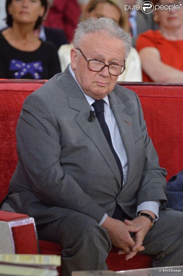 Philippe Pierre Bouvard, né le 6 décembre 1929 à Coulommiers, est un journaliste, humoriste et présentateur de télévision et de radio français. Marié à Colette Sauvage en 1953, il est le père de deux enfants.