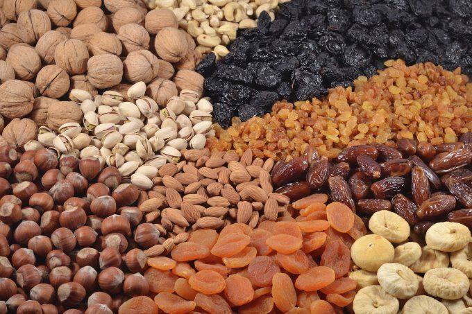 Dica de Saúde - Frutas Secas e Oleaginosas. Fáceis de carregar e armazenar, elas são ótimas fontes de fibras e vitaminas uma ótima opção durante a dieta.