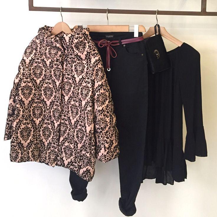 Piumino manica 3/4, Pantalone nero, Camicia frappe, Pochet cavallino