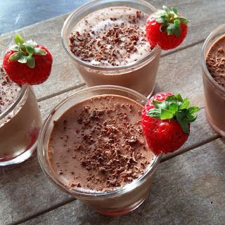 Stevige chocolademousse wat je al met twee ingrediënten kunt maken