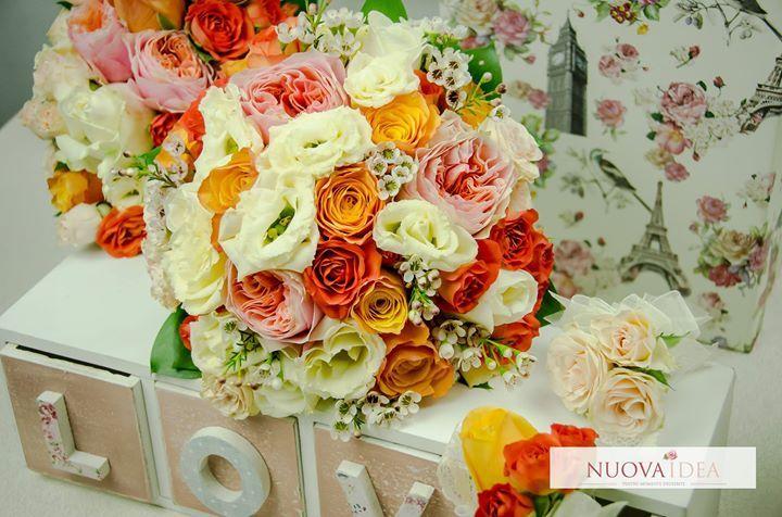 Buchetul clasic chic nu ține cont de anotimp și poate fi creat în orice perioadă a anului din flori clasice cum ar fi trandafirii sau din flori de sezon. Alege și tu buchetul chic învăluit întotdeauna de accesorii deosebite: http://ift.tt/2ulYPTa