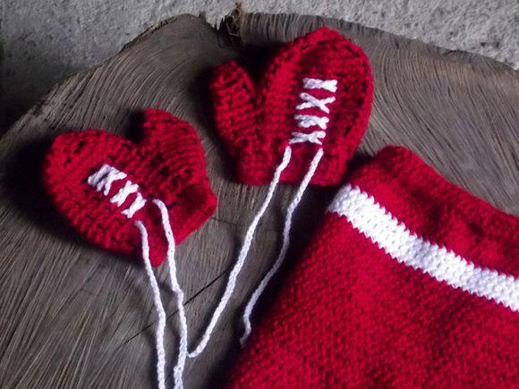 Conjunto de calçao e luvas confeccionados em crochê.  detalhes - imitando luva de boxe  cor- vermelho com detalhes em branco ( consulte outras cores)  tamanhos - RN/ 1 a 3 / 3 a 6 / 6 a 9 meses R$ 79,90