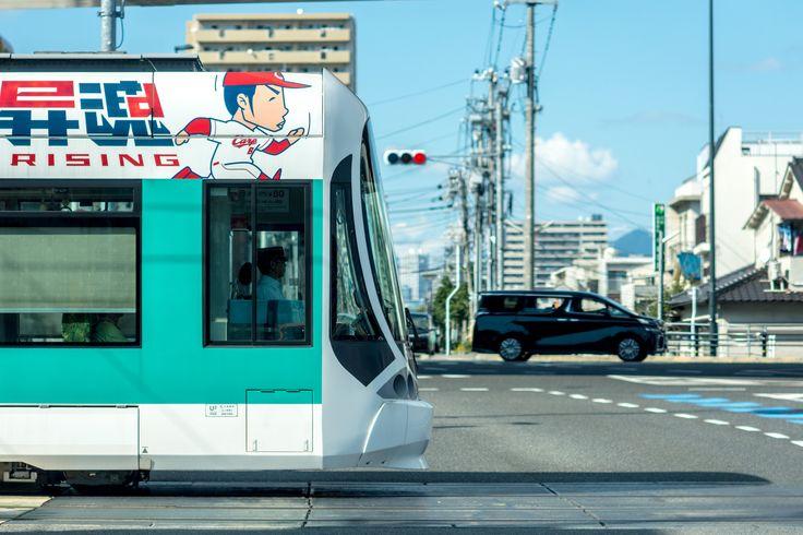 https://flic.kr/p/yxYNfJ | 昇魂電車 | Tram on the road