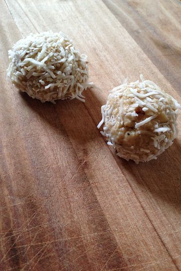 Loving Earth's 2 Minute Tahini-Lemon Nut Balls So easy and it's hand mixed! No need to clean up a mucky blender when you're done!