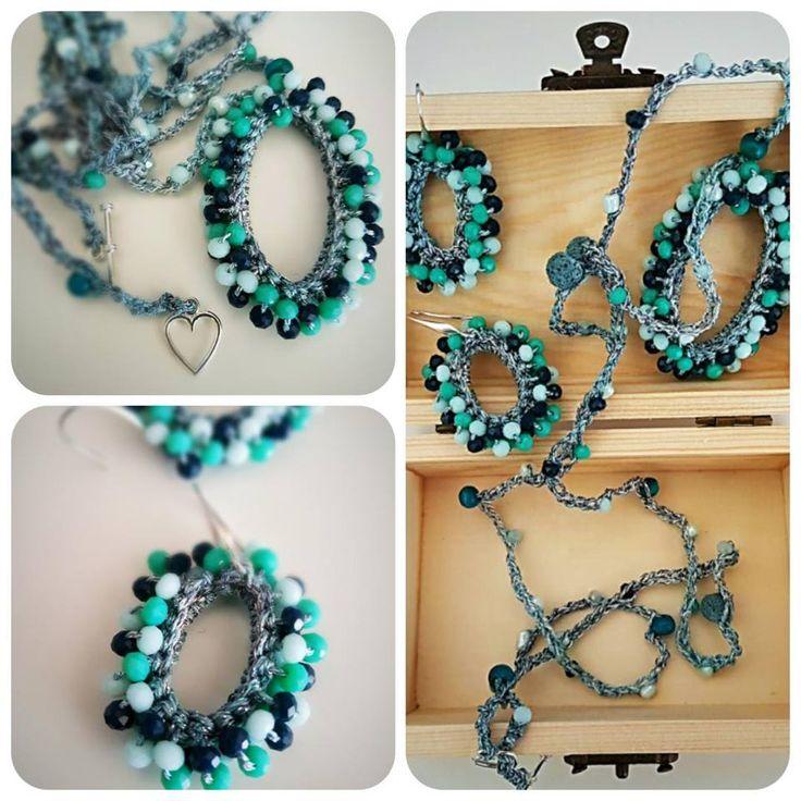 Collana con ciondolo e orecchini. crochet necklace and earrings