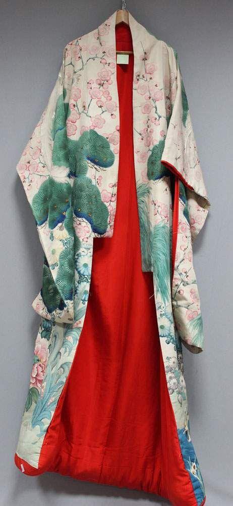 Uchikake - Hochzeitskimono. Beigefarbene, innen rot gefütterte Seide. Feine Bemalung in polychromen