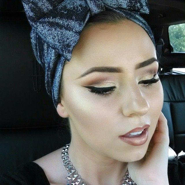 #ShareIG And ya'll know my hand has to make a cameo ♥️☺️ #therosepose  Hover liner by MAC and Hollywood liptar by @occcosmetics on my slugs.  #makeuppros #makeup #makeupdolls #MACcosmetics #MACgirl #makeupartist #MACgirls #MAC #MUA #anastasiabeverlyhillscontourkit #anastasiabeverlyhills #anastasiabrows #brows #contour #eyeshadow #eyebrows #eyelashes #highlight #ILoveMACgirls #LavishPalette #sephoragirls #sephora #wingedliner #wakeupandmakeup #amrezy