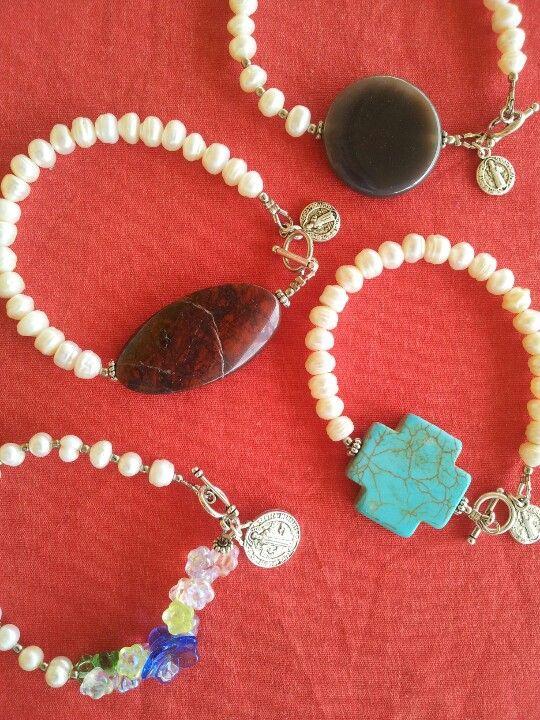 Pulseras de perla de rio y piedras presiosas
