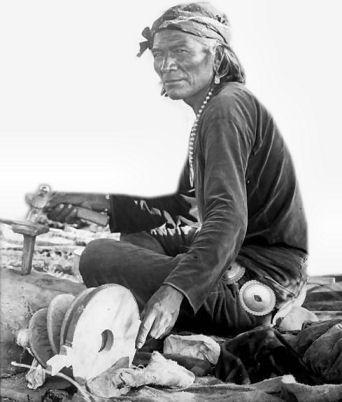 :::::::: Vintage Photograph :::::::::   Navajo Silversmith in 1900