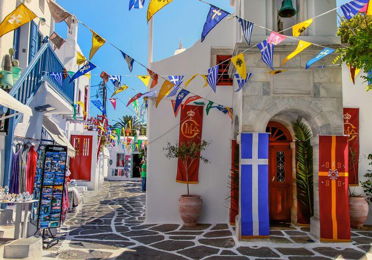 La famosa isola di Mykonos, celebre per il suo spirito di tolleranza e di apertura mentale, si aprirà a voi per soddisfare i vostri desideri.
